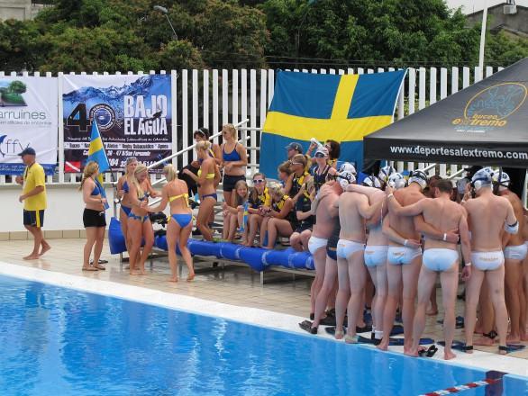Schwedische Damen tanzen Samba in der Halbzeitpause (Foto: T.Stanschus)